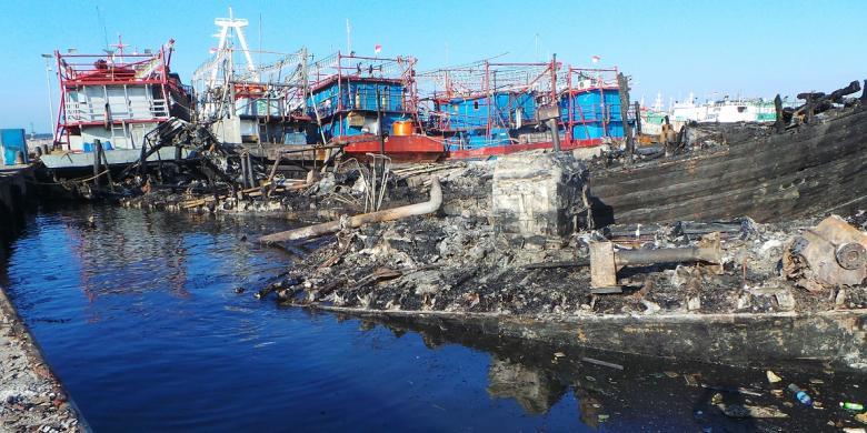 Kapal Nelayan di Muara Baru Diduga Terbakar karena Korsleting ... on