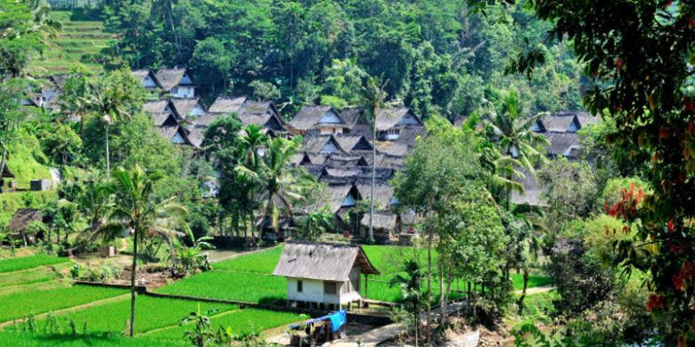 Mengunjungi Dan Mempelajari Budaya Kampung Naga Kompas Com