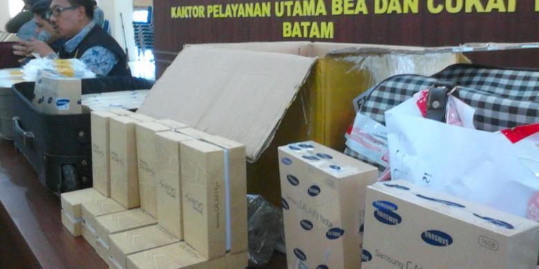 COM KRIS MADA Petugas Bea dan Cukai Batam 824427c2ae