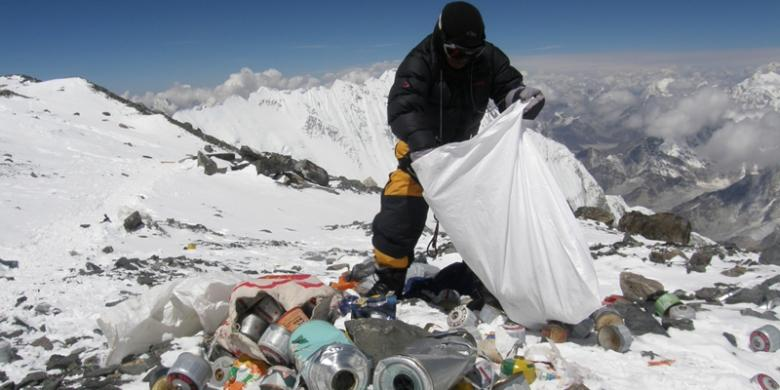 Jejak Hitam Pendaki Gunung Everest Kompascom