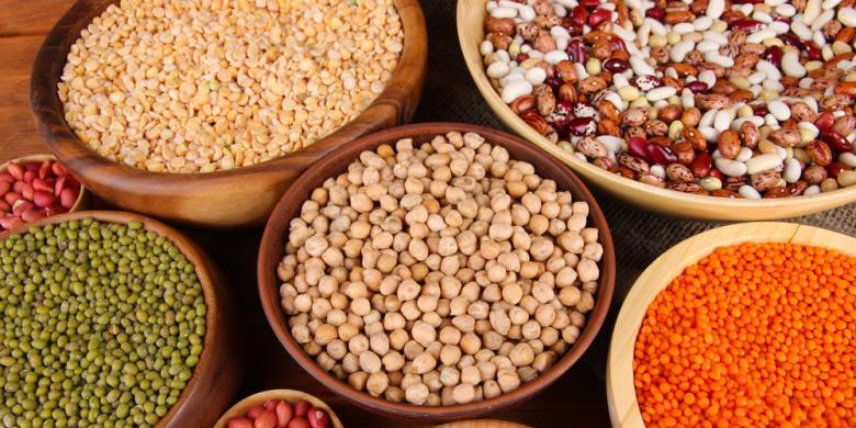 Image result for makan kacang kacangan shutterstock