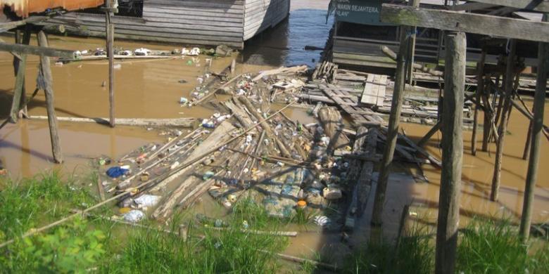 Kahayan Sungai Dengan Timbunan Sampah Dan Limbah Kompas Com