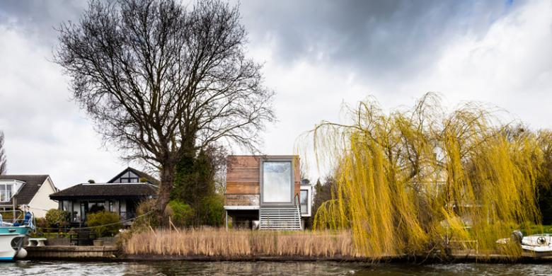Takut Banjir Bangun Rumah Panggung Modern