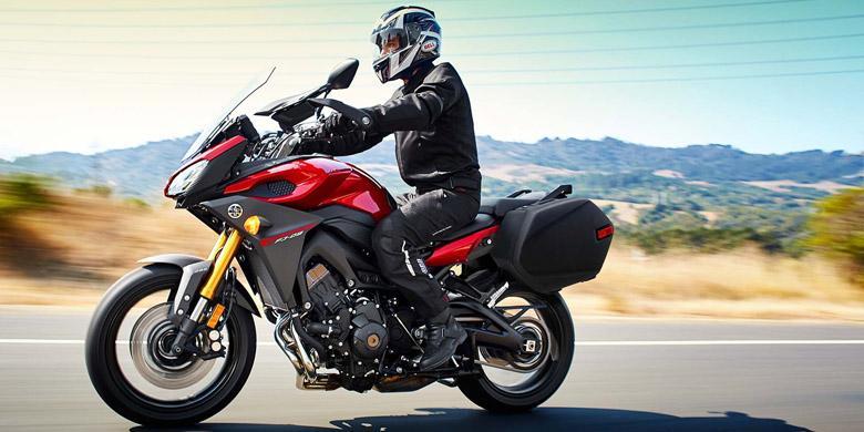 Hasil gambar untuk touring dengan sepeda motor
