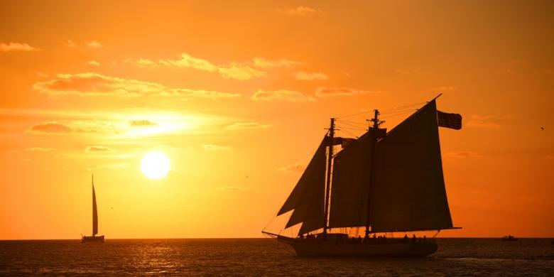 Hasil gambar untuk kapal layar sunset