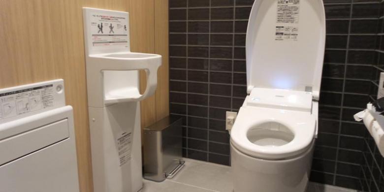 Dilengkapi dengan Kecanggihan, Ternyata Begini Rumitnya Menggunakan Toilet di Jepang!
