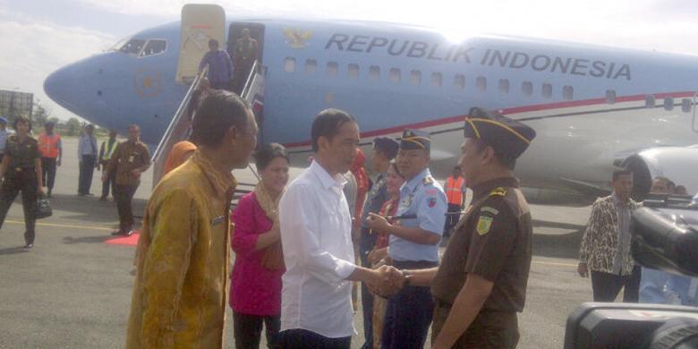 Abaikan Penyambutan Dan Ruang Vip Jokowi Langsung Pindah Pesawat