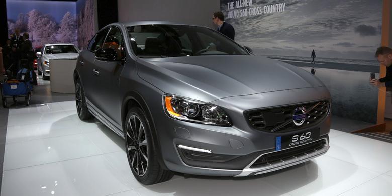 Volvo S60 Cross Country >> Sedan Siap Off Road Dari Volvo Kilasdaerah Kompas Com