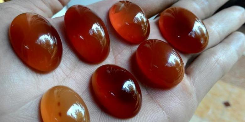 ♞ Anyar Arti mimpi diberi batu akik warna merah