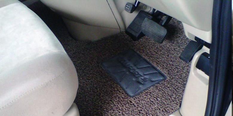 Cara Mudah Rawat Karpet Dasar Mobil Kompas com