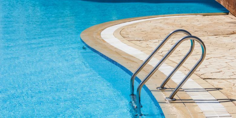 Penyebab Air Kolam Renang Berwarna Hijau