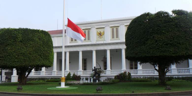 30 September Istana Kibarkan Bendera Setengah Tiang