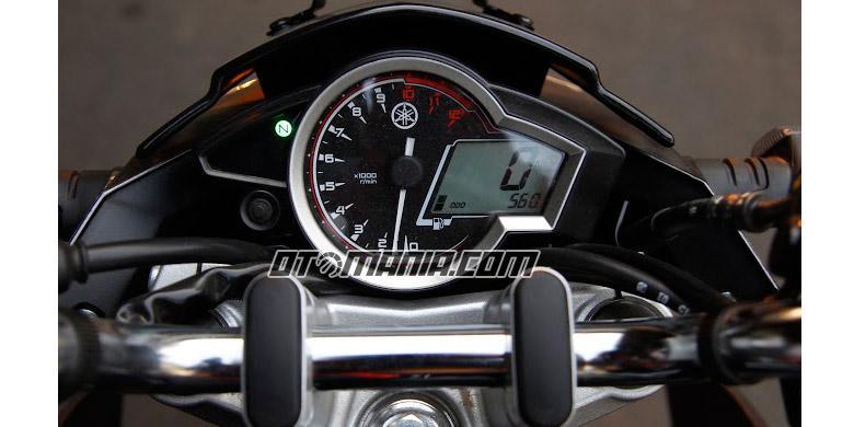 Roderick Komparasi Honda CB150R Dengan Yamaha V Ixion