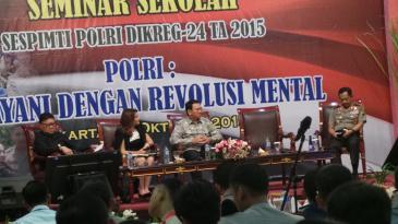 (dari kiri ke kanan) Menteri Dalam Negeri Tjahjo Kumolo, pembawa acara, Gubernur DKI Jakarta Basuki Tjahaja Purnama, Kapolda Metro Jaya Irjen Pol Tito Karnavian, di Auditorium PTIK, Selasa (27/10/2015).