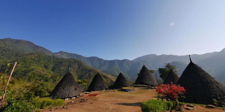 Hasil gambar untuk desa wae rebo di flores