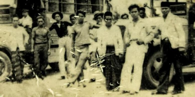 Panglima Aman Dimot (paling kanan) bersama rekan seperjuangannya