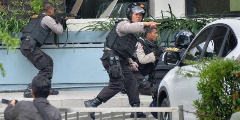 Polri Pelaku Bom Sarinah 7 Orang 4 Orang Ditangkap Kompas Com