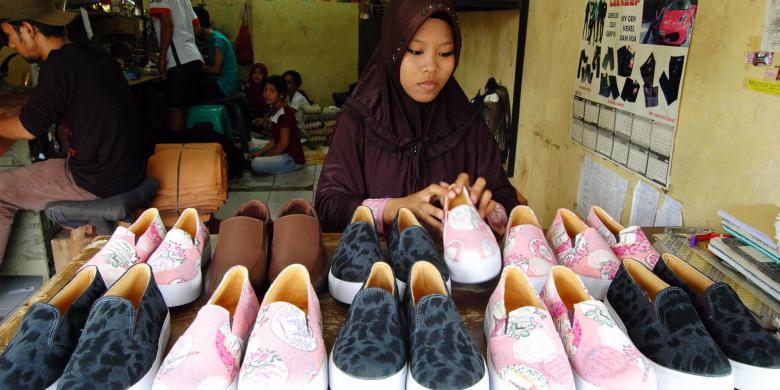 Perajin Sepatu Lokal Keluhkan Serbuan Produk Impor - Kompas.com eb3bf99f65