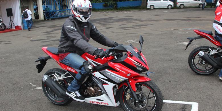Kencan Pertama Mengendarai Motor Sport Marquez
