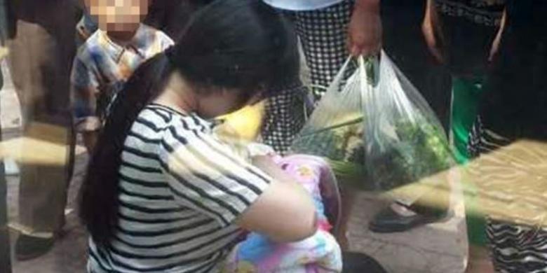 Ibu Muda Ini Susui Bayi Kelaparan yang Dibuang di Tepi Jalan