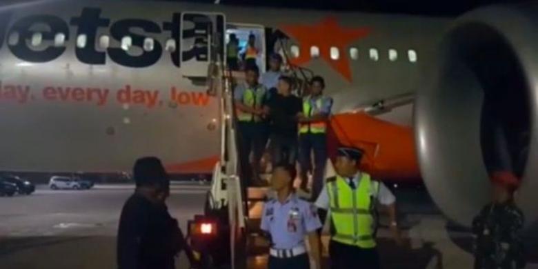 Penumpang Berkelahi Di Kabin Pesawat Jetstar Mendarat Darurat Di