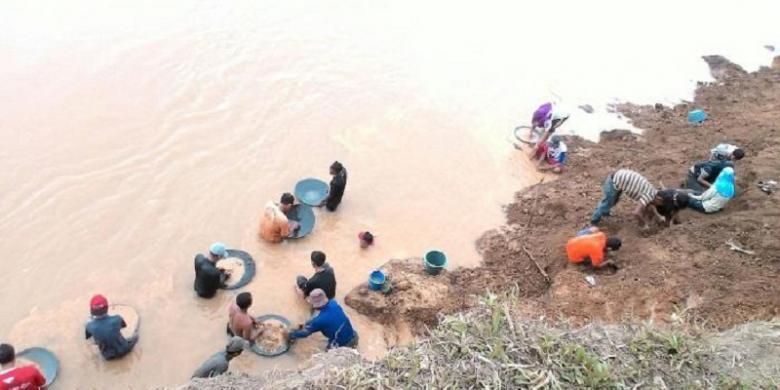 Berburu Harta Karun Warga Penuhi Sungai Batanghari Jambi Kompascom