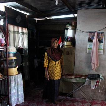 Rumah Warga Di Perbatasan Teras Di Wilayah Indonesia Dapur Di Malaysia Halaman All Kompas Com
