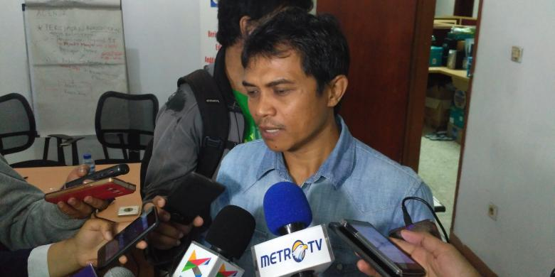 Peneliti Indonesia Budget Center, Roy Salam di kantor Fitra (28/8/2016)