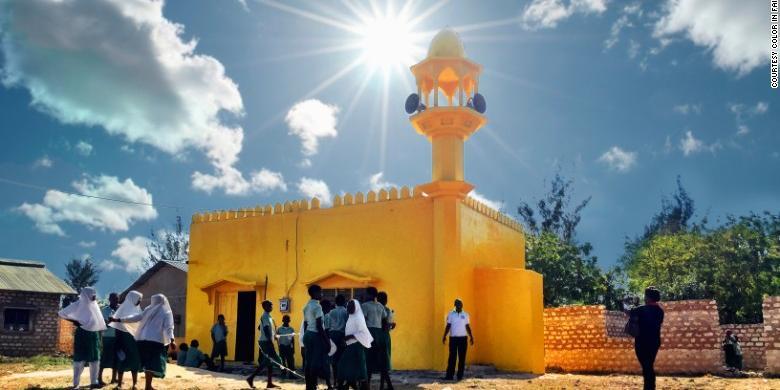 Tampak Tak Biasa, di Kenya Masjid dan Gereja Dicat Jadi Warna Kuning!