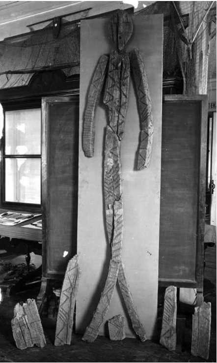 Patung kayu ketika disatukan pada 1914