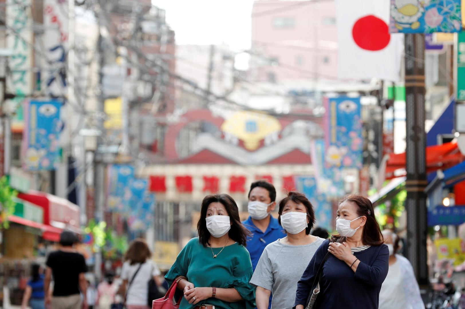 warga jepangvpakai masker