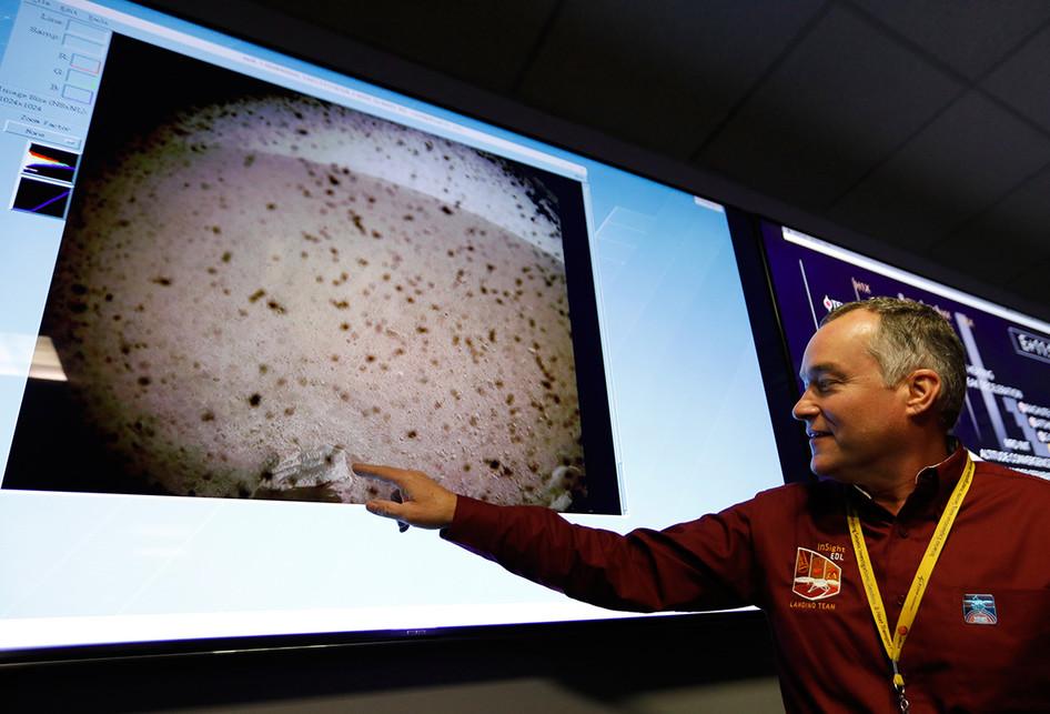 Wahana Robot InSight Berhasil Didaratkan di Permukaan Mars