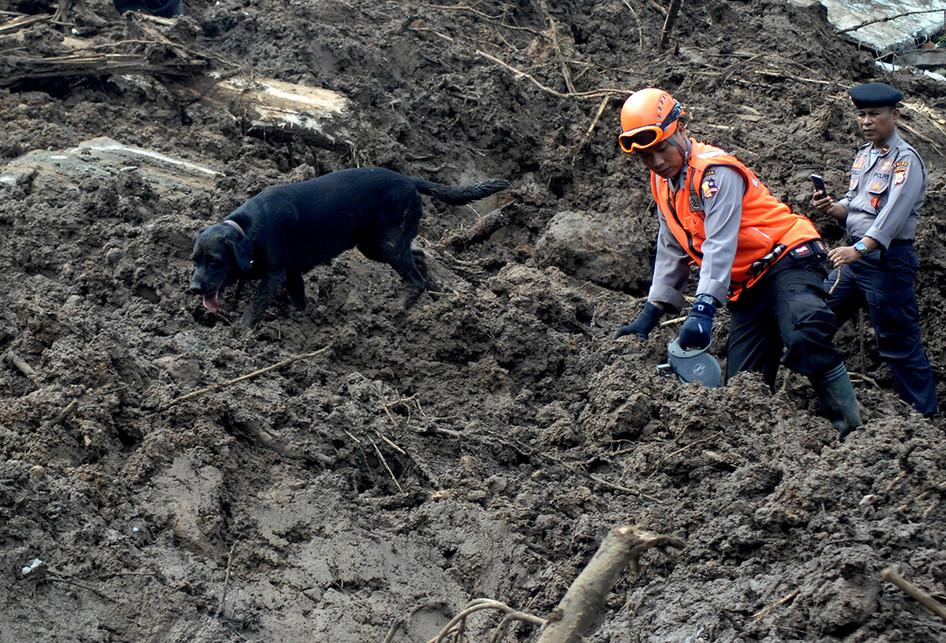 Pencarian Korban Bencana Longsor di Gowa