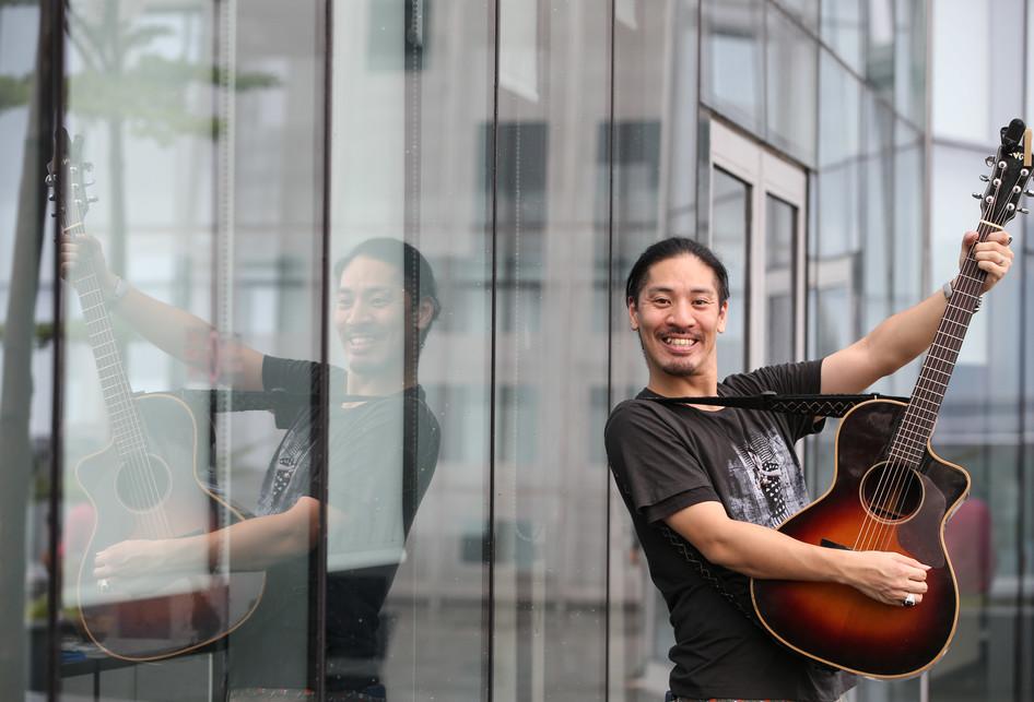Pose Kocak Hiroaki Kato saat Berkunjung ke Kompas.com