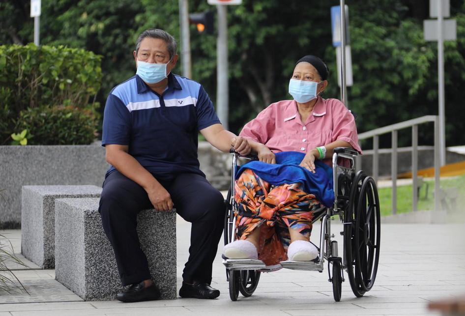 Ani Yudhoyono Keluar Ruang Perawatan