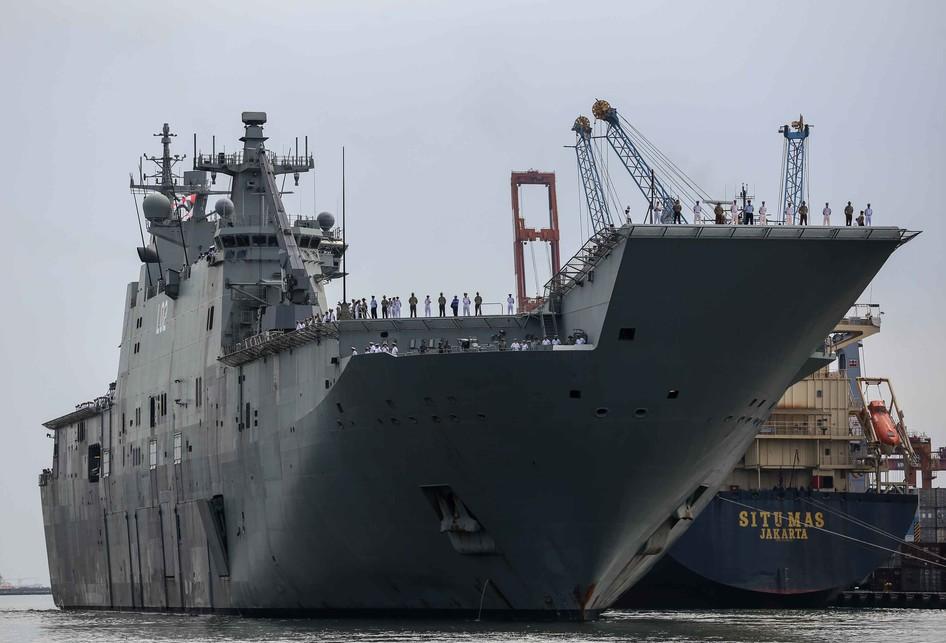 Kapal Angkatan Laut Australia berlabuh di Pelabuhan Tanjung Prio