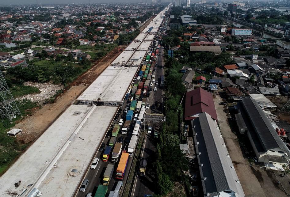Lalu lintas di Jalan Tol Jakarta-Cikampek
