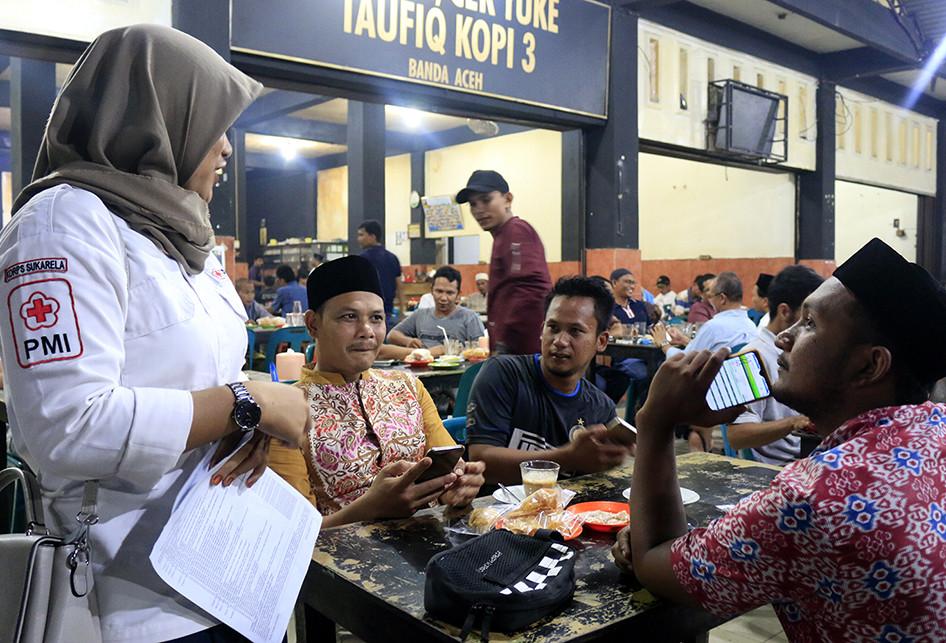 Ramadhan, PMI Banda Aceh ''Jemput'' Pendonor Darah ke Warung Kopi