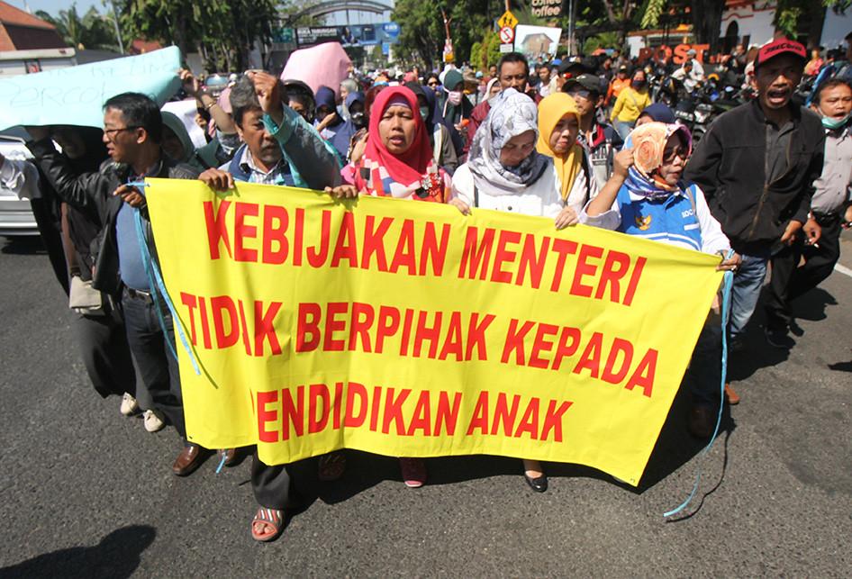 Protes PPDB Berbasis Zonasi