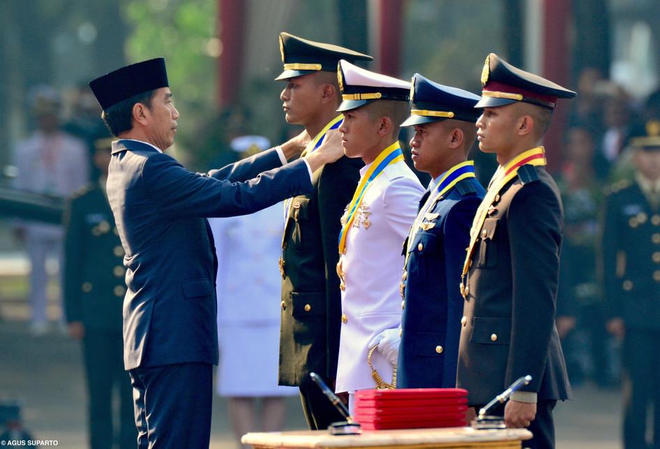 Sukacita dan Haru Warnai Pelantikan 781 Perwira TNI-Polri
