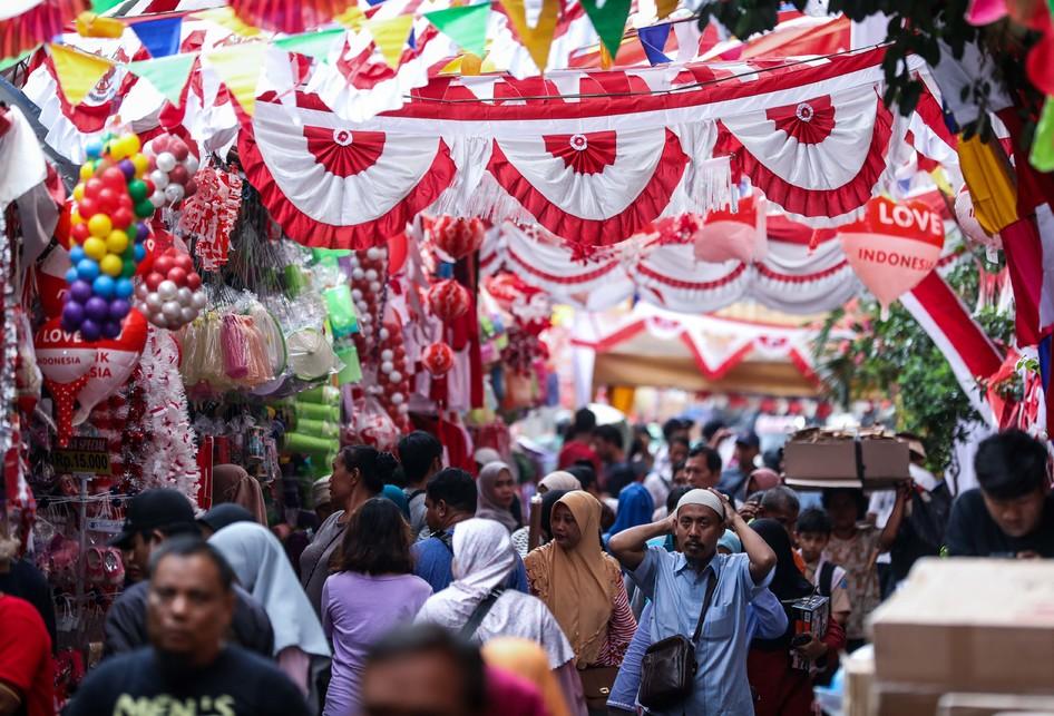 Pasar Jatinegara, Belanja Pernak-pernik Lengkap 17 Agustus