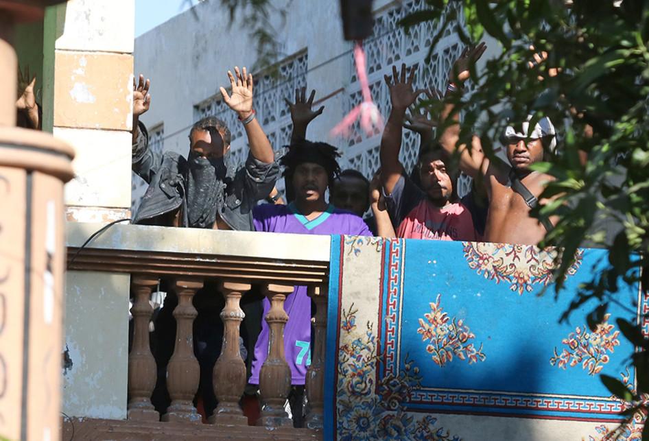 POLISI AMANKAN 43 ORANG DARI ASRAMA MAHASISWA PAPUA