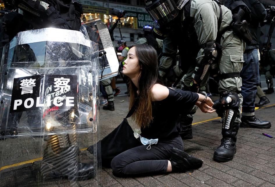 Pemerintah Hong Kong Larang Masker Wajah, Ribuan Demonstran Turu