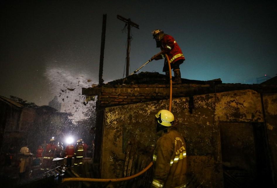 Kebakaran 20 Rumah Semi Permanen di Cawang