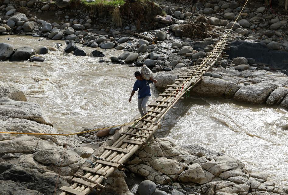 Jembatan Darurat Pasca Banjir