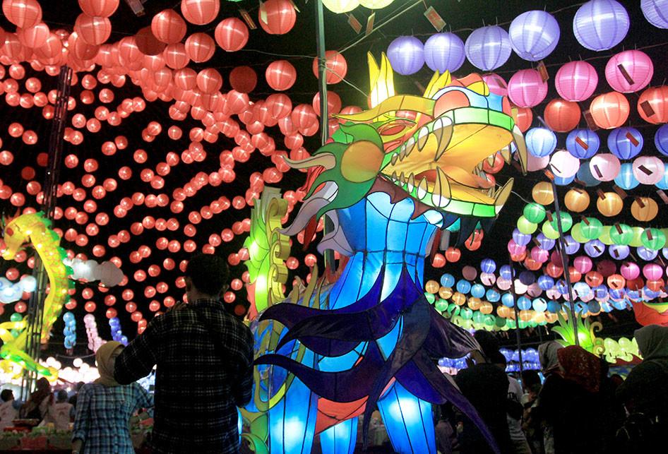 Gemerlap Ribuan Lampion di Sriwijaya Lantern Festival