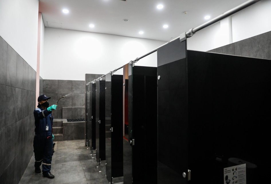 Stadion Gelora Bung Karno Disemprotkan Cairan Disinfektan Cegah