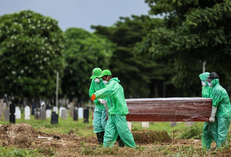Pemakaman Jenazah Virus Corona Covid-19 di TPU Tegal Alur Jakbar