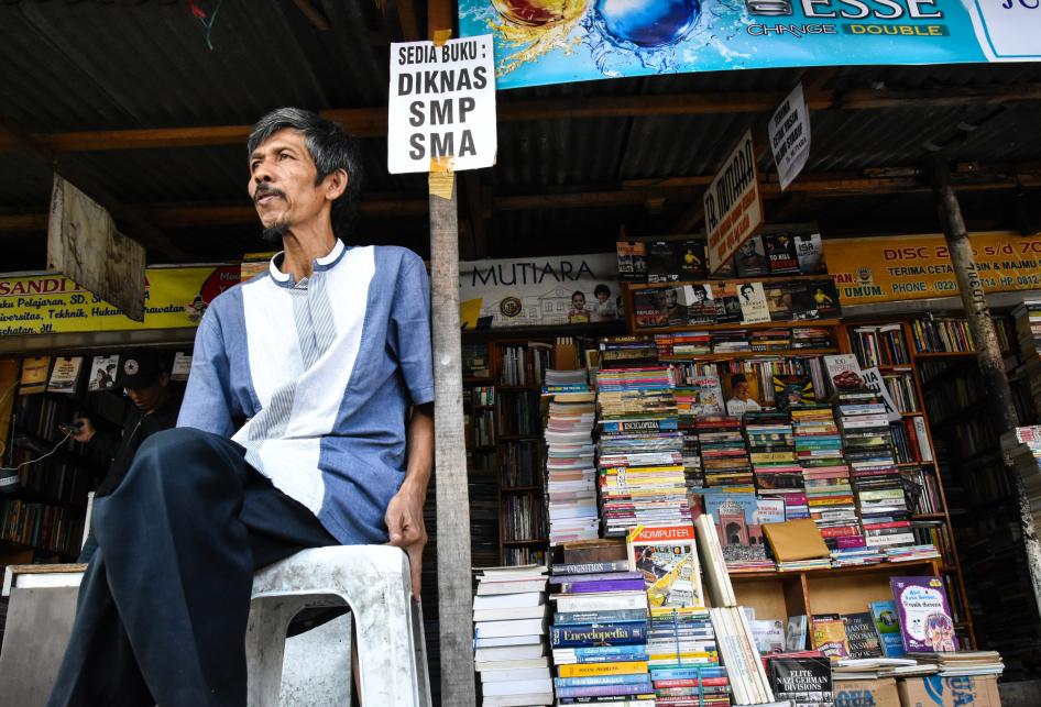 Pasar Buku Palasari Masih Sepi