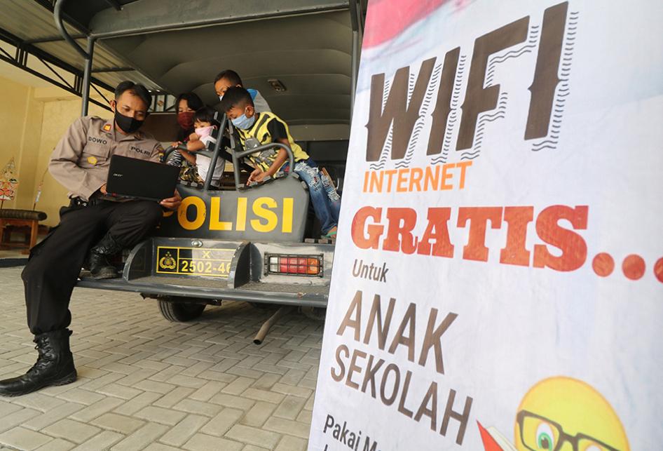 Wifi Gratis Bantu Siswa Belajar Daring